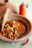 Tagine with chickpeas and minced meat