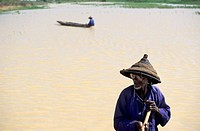 Fisherman in a pinasse boat near Djenne, Mopti, Mali.