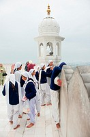 India: Punjab: Anandpur Sahib: Kesgarh Sahib Gurudwara : Young girls students in visit with at gurdwara
