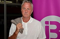 Johan Cruyff posing for press.
