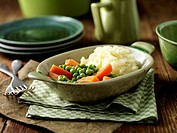 Maris Piper mashed potatoes, peas and carrots