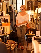 Jennie Garth out shopping for home furnishings with her dog Featuring: Jennie Garth Where: Los Angeles, California, United States When: 09 Apr 2014 Cr...