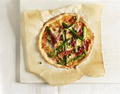 Pizza with green asparagus and ham