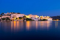 City Palace at night, Pichola lake, Udaipur, Rajasthan, India, Asia