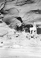 Antelope Ruin, Canon del Muerto, Arizona, c.1907 (b/w photo) (see also 129711), Curtis, Edward Sheriff (1868-1952) / Private Collection / Bridgeman Im...
