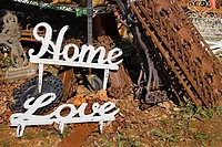 Metal words \'Home\' and Love\'