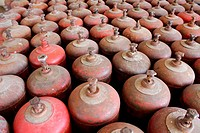 Gas cylinder rows