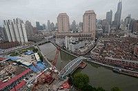 (150529) -- SHANGHAI, May 29, 2015 () -- Workers shift the Zhejianglu Bridge in downtown Shanghai, east China, May 29, 2015. The shift and repair work...