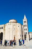 Guided tour group, at Crkva sv. Donata, St Donatus church, Forum, Zadar, Dalmatia, Croatia.