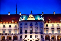 Royal Castle's eastern baroque facade seen from Slasko-Dabrowski Bridge, Vistula riverside, Old Town, Warsaw, Mazovia, Poland, Europe
