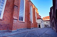 Side facade of St John's Archcathedral and Dziekania street seen from Swietojanska street, Kanonia street behind archway in background, Archikatedra S...