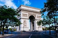 The Arc de Triomphe de l´Étoile, Paris, Île-de-France, France.