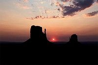 Buttes of Monument Valley at sunrise, Arizona, United States.