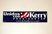 2004 presidential campaign: A Kerry bumper sticker in Spanish.