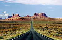 Hwy 163 and the sandstone buttes of Monument Valley Utah, USA