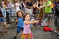 A ´Bubble Battle´ in NYC  Many people gather together in public and blow bubbles  Organized by Newmindspace