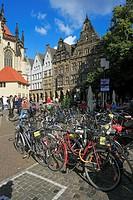 Germany, Muenster, Westphalia, Muensterland, North Rhine-Westphalia, Lamberti church square, gable houses, bicycle parking lot, bicycles