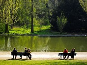 Paris, France, People Relaxing in Urban Park, Parc de Vincennes, Lac Daumesnil