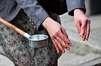 Kyoto (Japan): washing hands ritual at the entrance of Kiyomizudera Temple