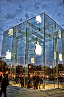 New Glass Cube, 2011, Apple Store, Fifth Avenue, New York, NY, USA