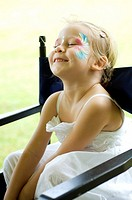 A 4 year girl having a face painting