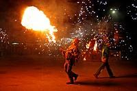 lance fire, verbena de Sant Joan´12, La Barceloneta, Barcelona, Catalonia, Spain