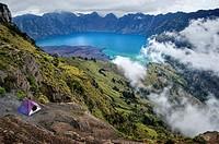 Camping on Rinjani volcano crater rim. Indonesia, Nusa Tenggara, Lombok, Rinjani. (/Julien Garcia)