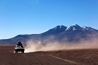 Cross-country vehicle on Salar Uyuni, Salt Desert, Southwest Highlands, Bolivia, South America.