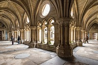 The Gothic cloister. Sé do Porto - The Porto Cathedral began being built around 1110 under bishop Hugo and was completed in the 13th century. Porto, D...