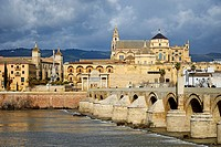 Spain, Andalusia (Andalucia), Cordoba, historic centre listed as World Heritage by UNESCO, the Roman bridge over Guadalquivir river and the Mosque Cat...