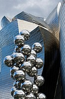 The great Tree and the Eye, sculpture by Anish Kapoor and Guggenheim Museum, Bilbao, Vizcaya, Basque Country, Spain.