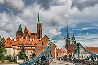 The Cathedral Bridge (most Tumski, also most Katedralny) connects the Sand Island (Wyspa Piasek) with the Cathedral Island (Ostrow Tumski). On the Cat...
