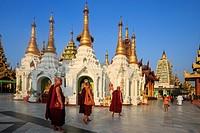 Myanmar, Yangon State, Yangon, Shwedagon Pagoda.