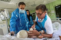 MSF doctor supporting the Intensive Care Unit at the general hospital in Sulaimaniya, Northern Iraq.