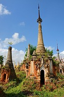 Myanmar, Shan State, Inle Lake, Indein (Inthein) village, Ruined stupas.