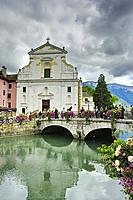 canal in old town, Annecy, Haute-Savoie department, Auvergne-Rhône-Alpes, France.