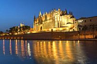 Cathedral La Seu at dusk, Palma de Mallorca, Majorca, Balearic Islands, Spain, .