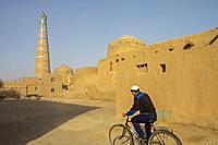Street scene in Ichon-Qala or old city, Khiva, Uzbekistan.