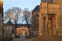 portail Nord de la Cathedrale Notre-Dame de Chartres et entree des jardins de l'ancien palais episcopal, aujourd'hui Musee des Beaux-Arts,Eure et Loir...