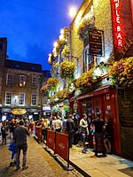 Downtown night life, Temple bar, Dublin, Ireland, Europe.