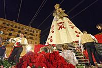 The fallera and the falleros deliver the flowers very excited. Each fallera carries a bouquet of keys that adorn a mosaic of the coat of the Virgen de...