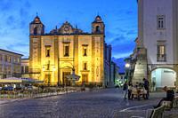 Church of Santo Antao at Giraldo Square at Dusk, Evora, Alentejo Region, Portugal, Europe.