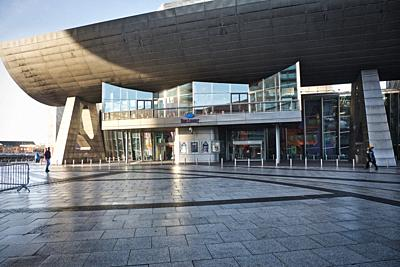 The Lowry Theatre, gallery complex and public plaza, Pier Eight, The Quays, Salford, Greater Manchester, United Kingdom