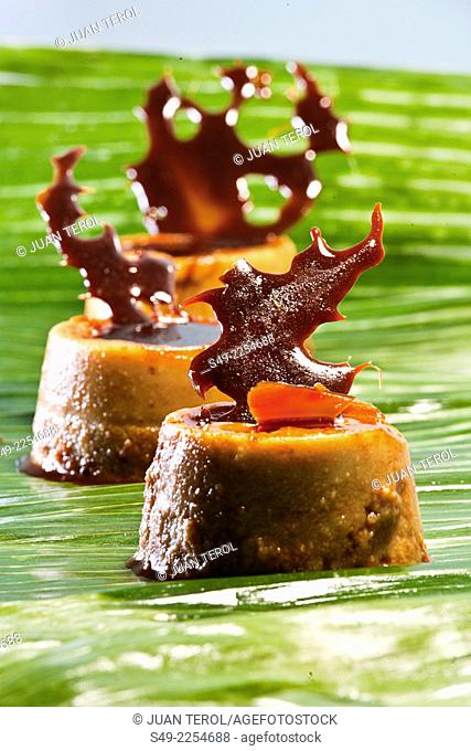 Cheese flan with solid ornament caramel
