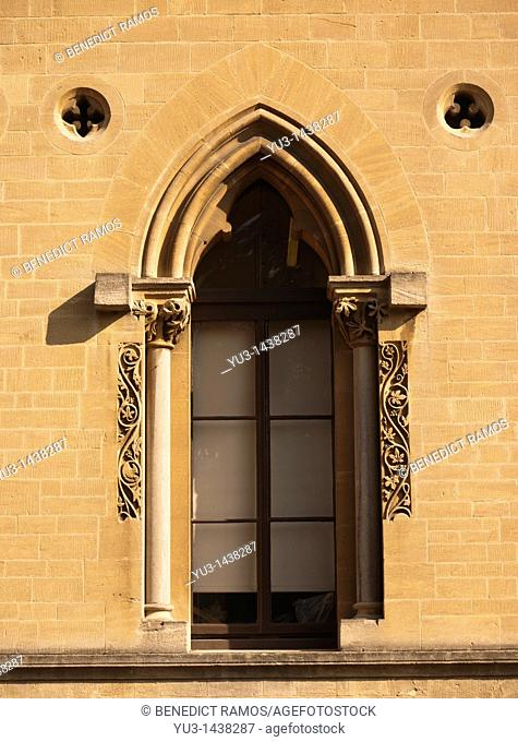 Ornate window, Oxford University natural history museum, Oxford, UK