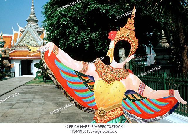 Photo figure of a temple dancer