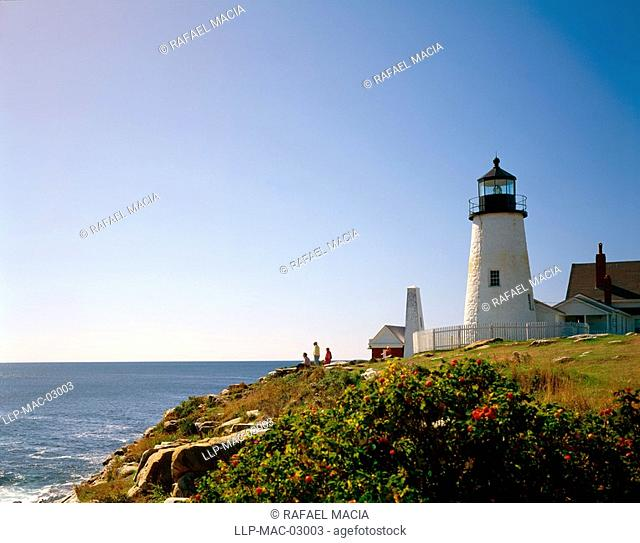 USA, Maine, Pemaquid Point Lighthouse, Bristol, Maine. The lighthouse was built in 1827, and is 38 ft high. It is still working