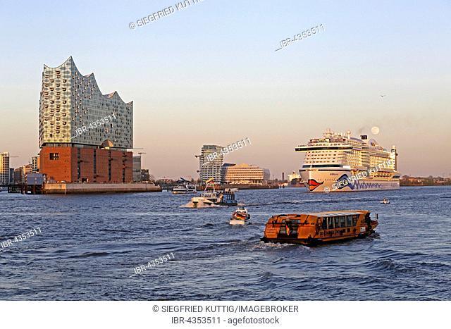 Elbe Philharmonic Hall, Marco Polo Tower and Unilever House, cruise ship AIDAprima, Elbe with HafenCity, Hamburg, Germany