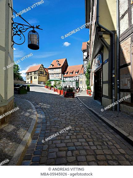 Germany, Saxony-Anhalt, Quedlinburg, lane with half-timbered houses in the castle hill in the historical old town