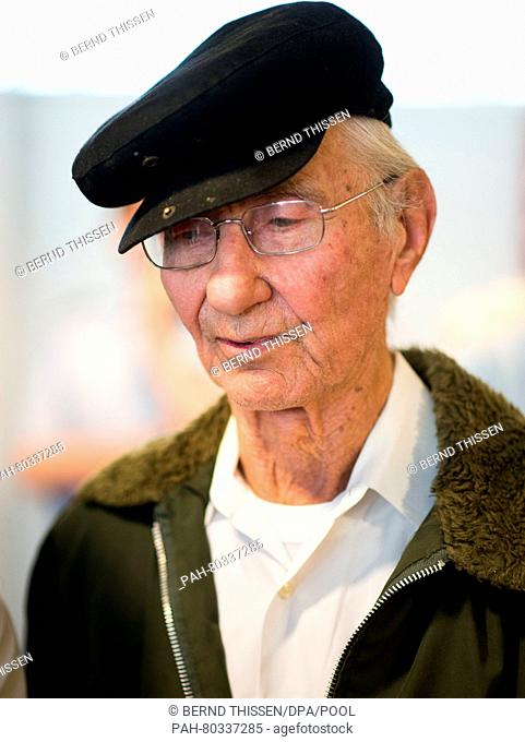 Auschwitz surviver Joshua Kaufman, who travelled to Detmold from the USA, sits in the courtroom on another day of trial against defendant Reinhold Hanning in...